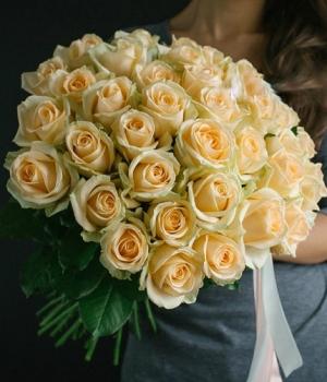Букет из 31 розы сорт Крем Аваланж №42